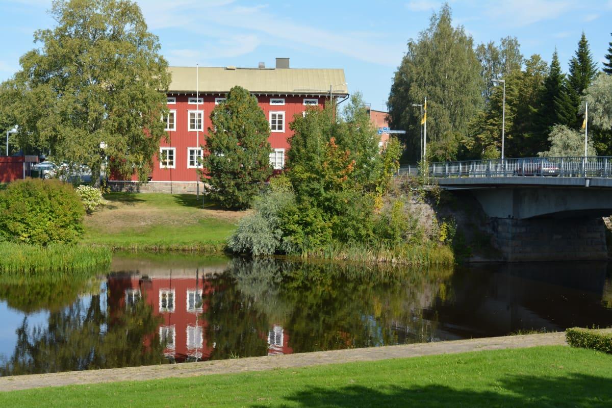 Kosolan talo Lapualla Lapuanjoen varrella kesällä 2019.