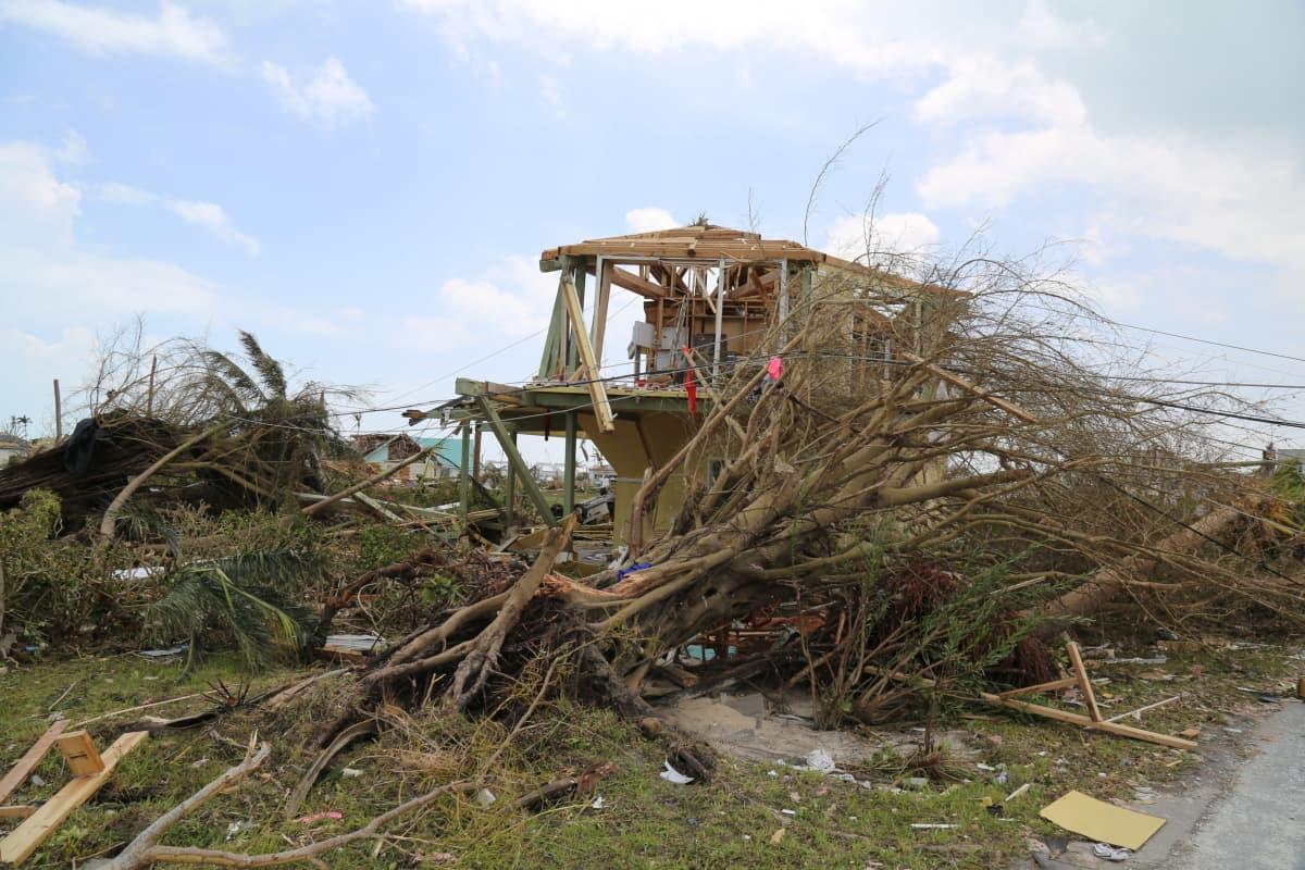 Yhdysvaltojen rannikkovartioston kuvassa näkyy Dorian-hurrikaanin tekemiä tuhoja Bahamasaarilla.