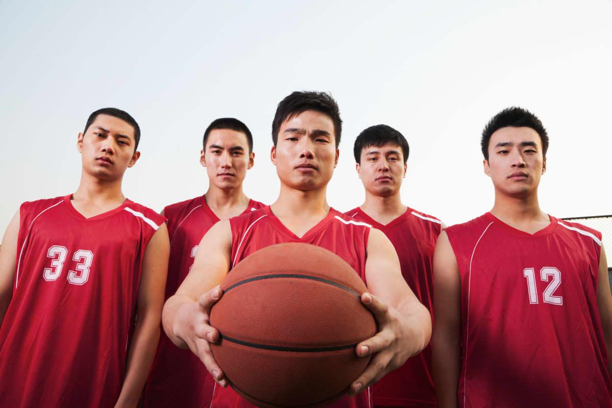 Kiinan koripallomaajoukkueen pelaajat poseeraavat vuonna 2012.
