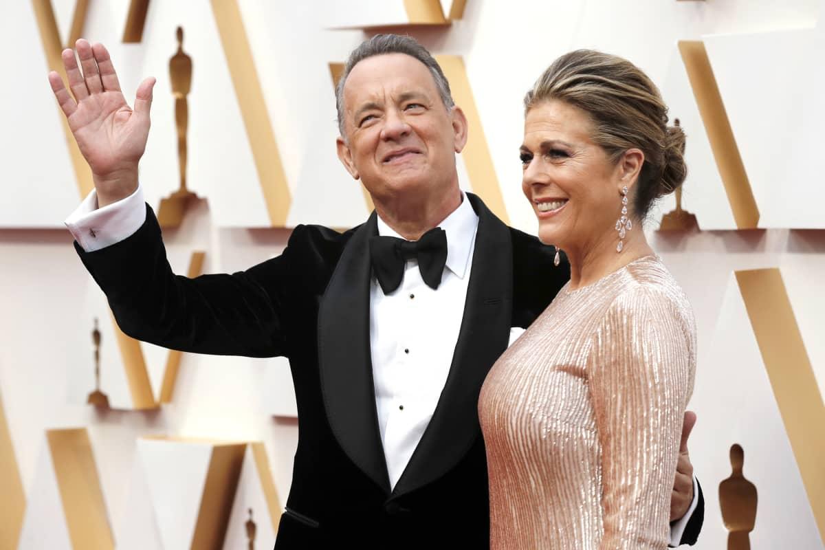 Tom Hanks ja Rita Wilson Oscar-gaalaan saapumassa Los Angelesissa 9. helmikuuta 2020.