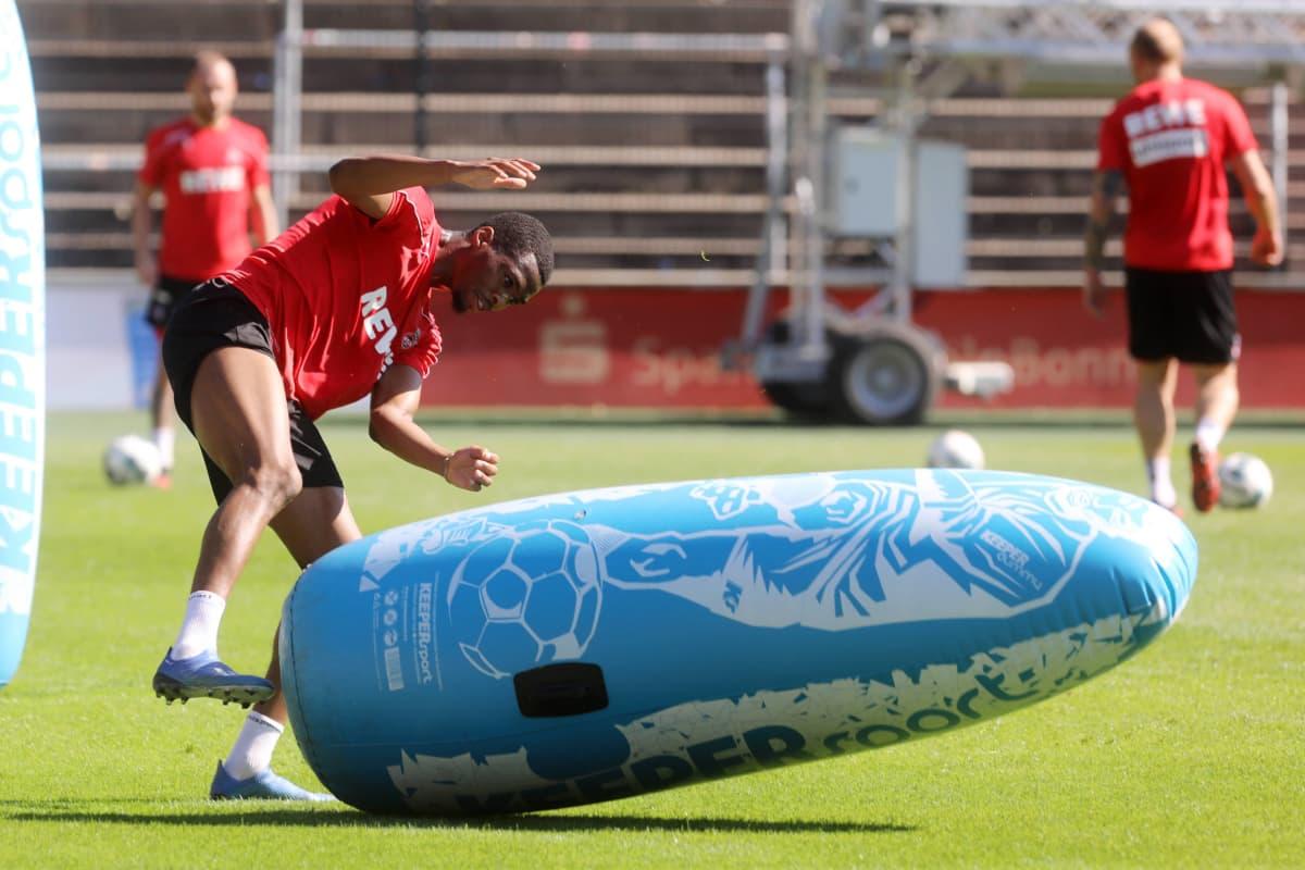 FC Köln Bundesliga Kingsley Ehizibue treenaa koronan aikana