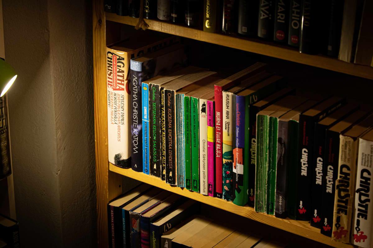 Agatha Christien kirjoja antikvariaatti Vihreässä Planeetassa.