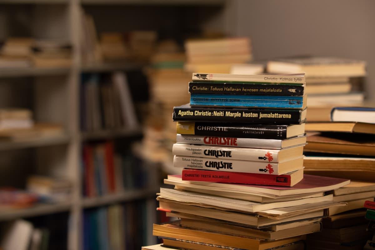 Agatha Christien kirjoja antikvariaatti Pufendorfissa.