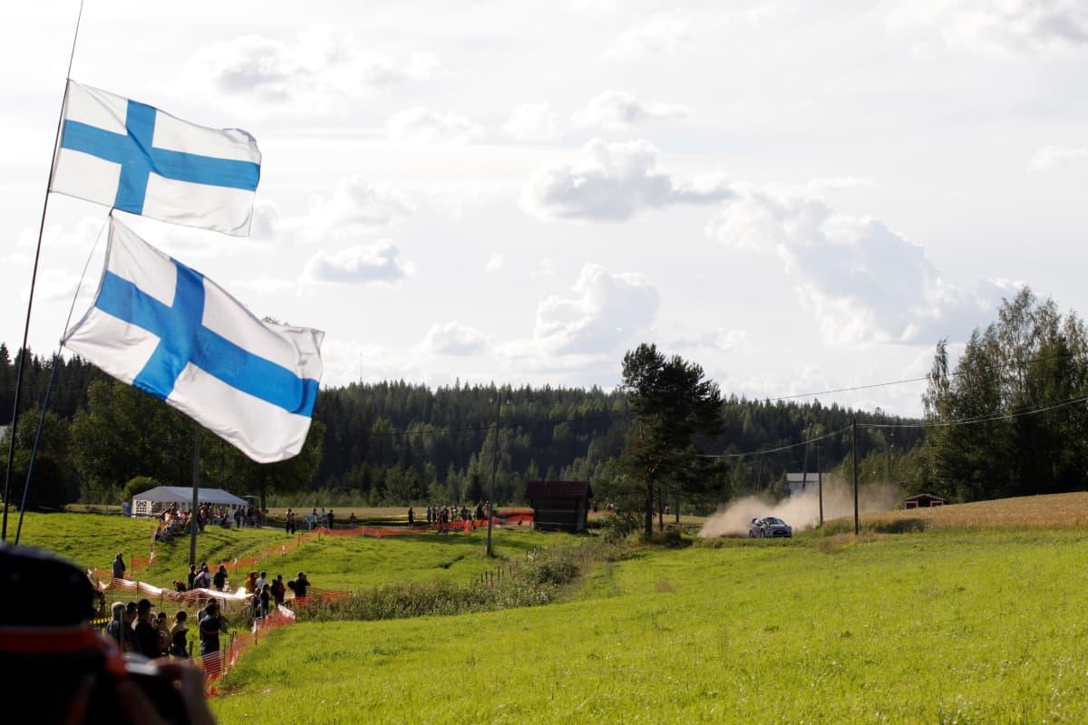 Jyväskylän rallin luonteeseen kuuluvat nopeat tiet ja upeat maisemat.