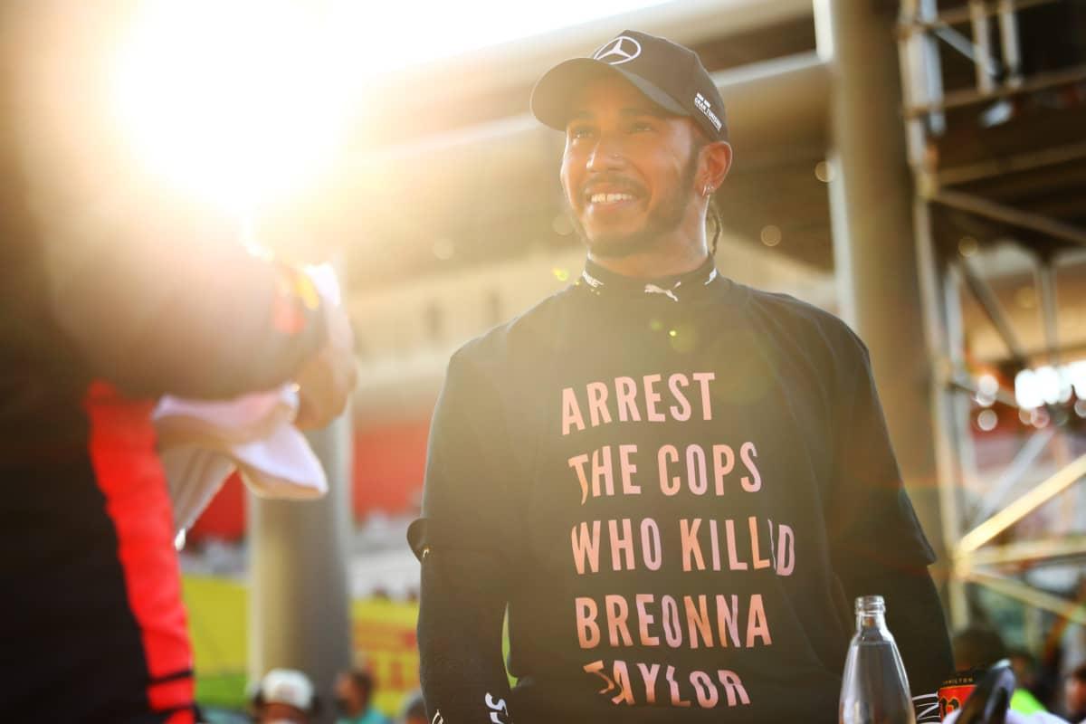 Lewsi Hamilton ja kohua herättänyt t-paita.