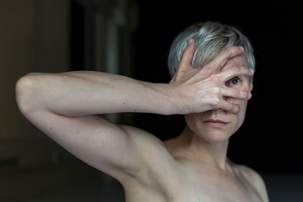 Ismo-Pekka Heikinheimon koreografian tanssii Tanja Illukka.