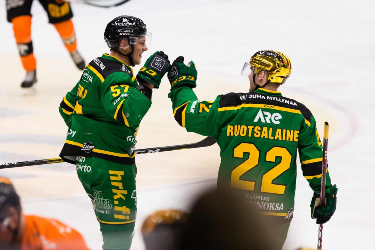 Arttu Ruotsalainen johtaa sarjan pistepörssiä.