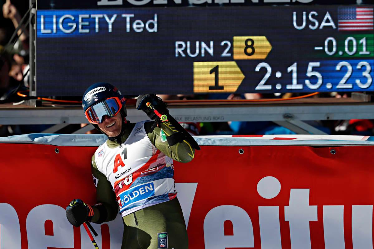 Ted Ligety tuulettaa voittoa Söldenissä maalissa.