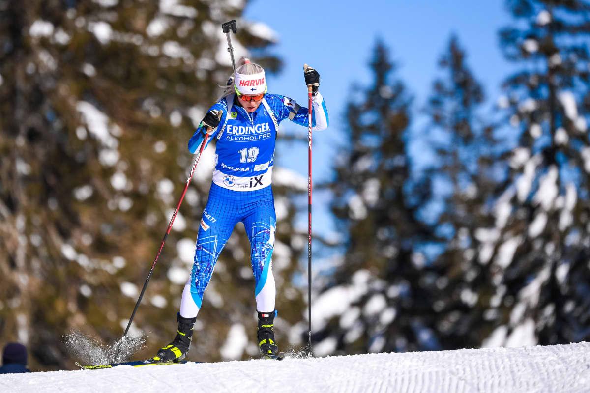 Mari Eder hiihtää hengästyneenä.