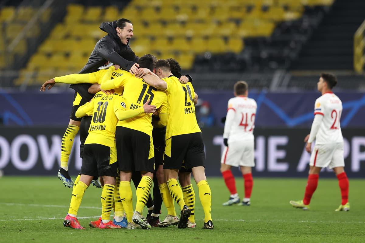 Dortmund juhlii jatkopaikka Mestarien liigassa.
