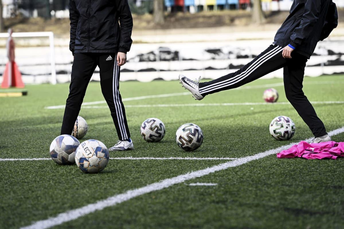 Liikunta jalkapallo yleinen yleiskuva anonyymi lasten harrastukset