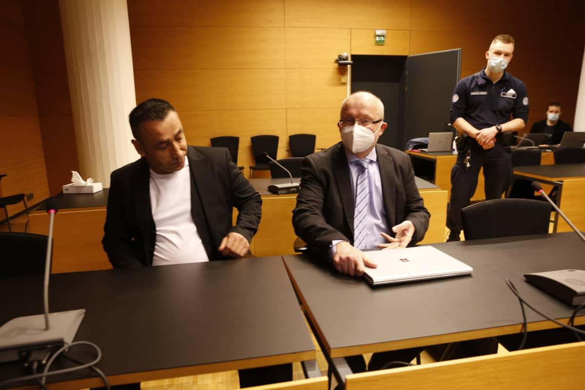 Huumerikollinen Arman Alinko oikeuden istunnossa 21.5.2021.