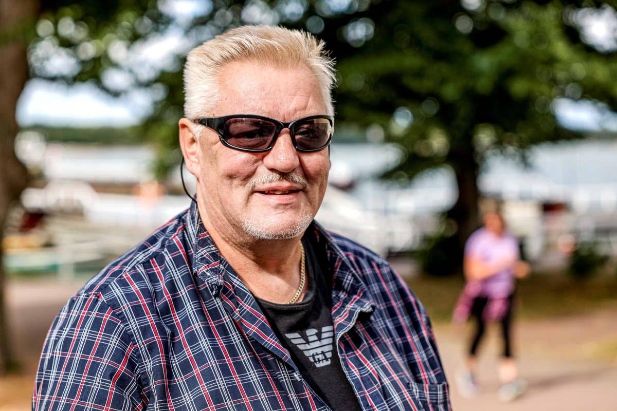 """""""Naantali on kiva kesäkaupunki, mutta talvella ihan kuollut paikka"""", turkulainen Kimmo Aitta-Oja kuvailee. Hänkin moittii parkkipaikkojen vähäisyyttä, mutta Muumimaailma on lastenlasten suosikkikohde."""