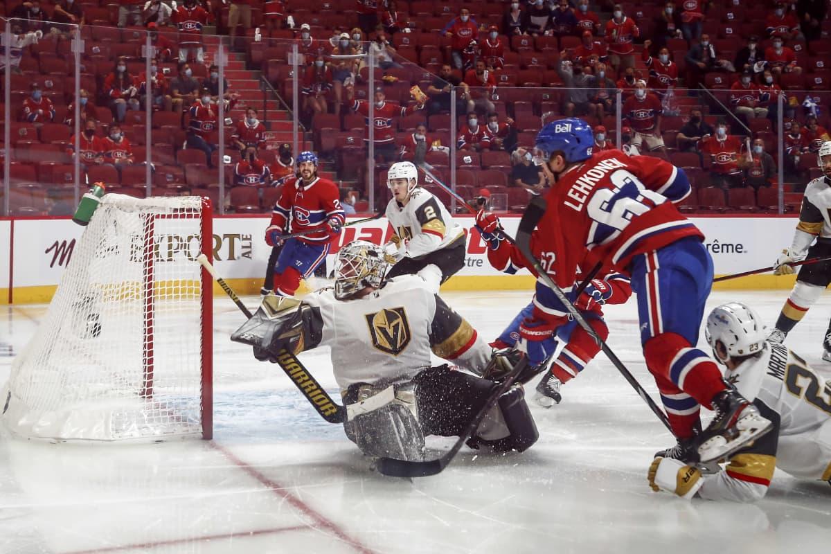 Artturi Lehkonen tekee maalin NHL:n välierissä Vegan Golden Knightsin verkkoon.