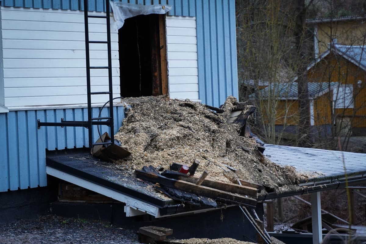 Palanut omakotitalo Lempäälän Monttutiellä.