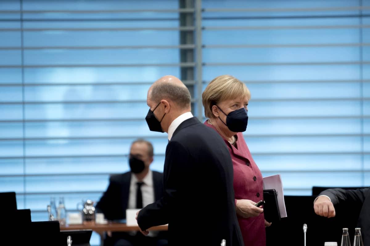 Olaf Scholz ja Angela Merkel.