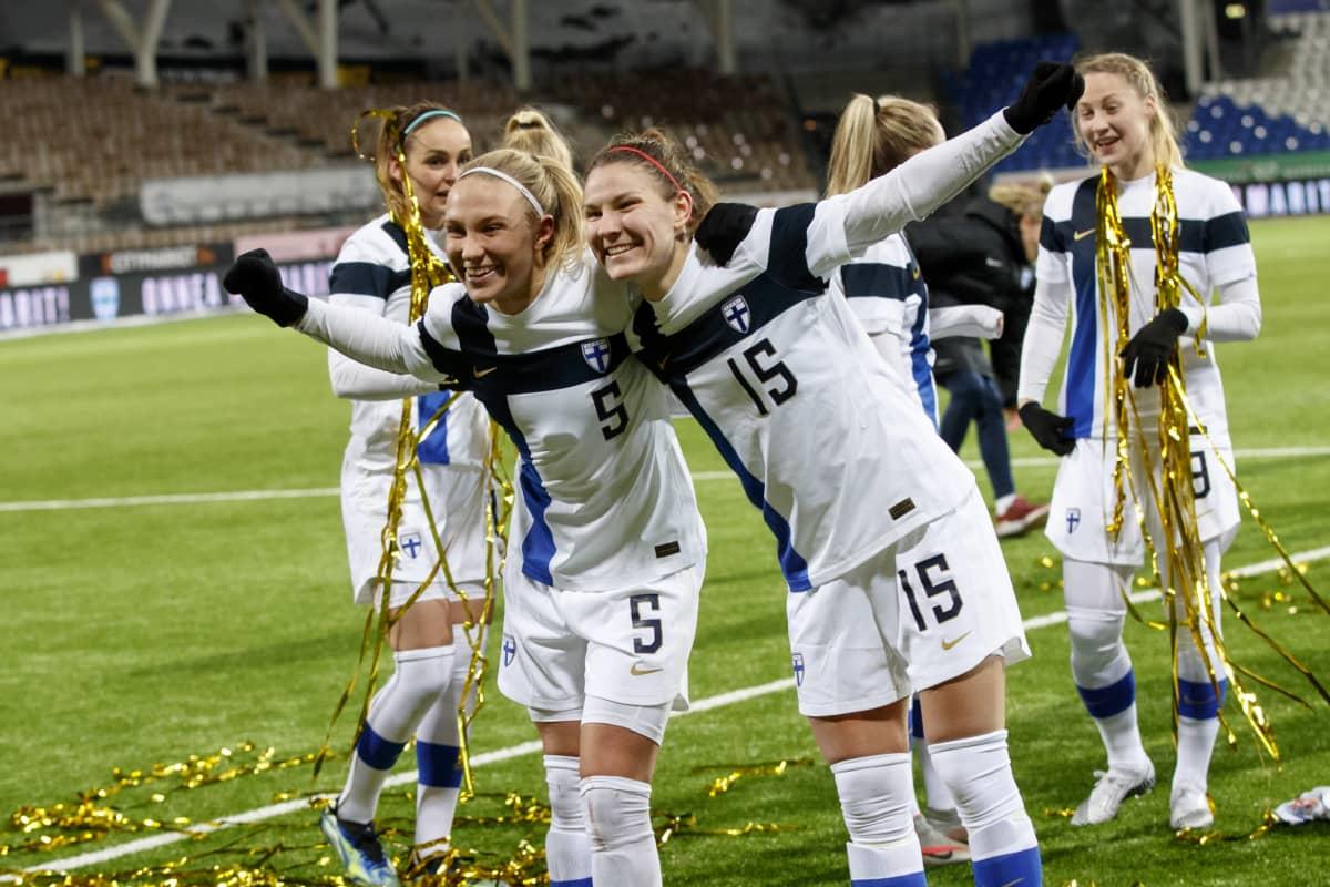 Suomen Emma Koivisto ja Natalia Kuikka.