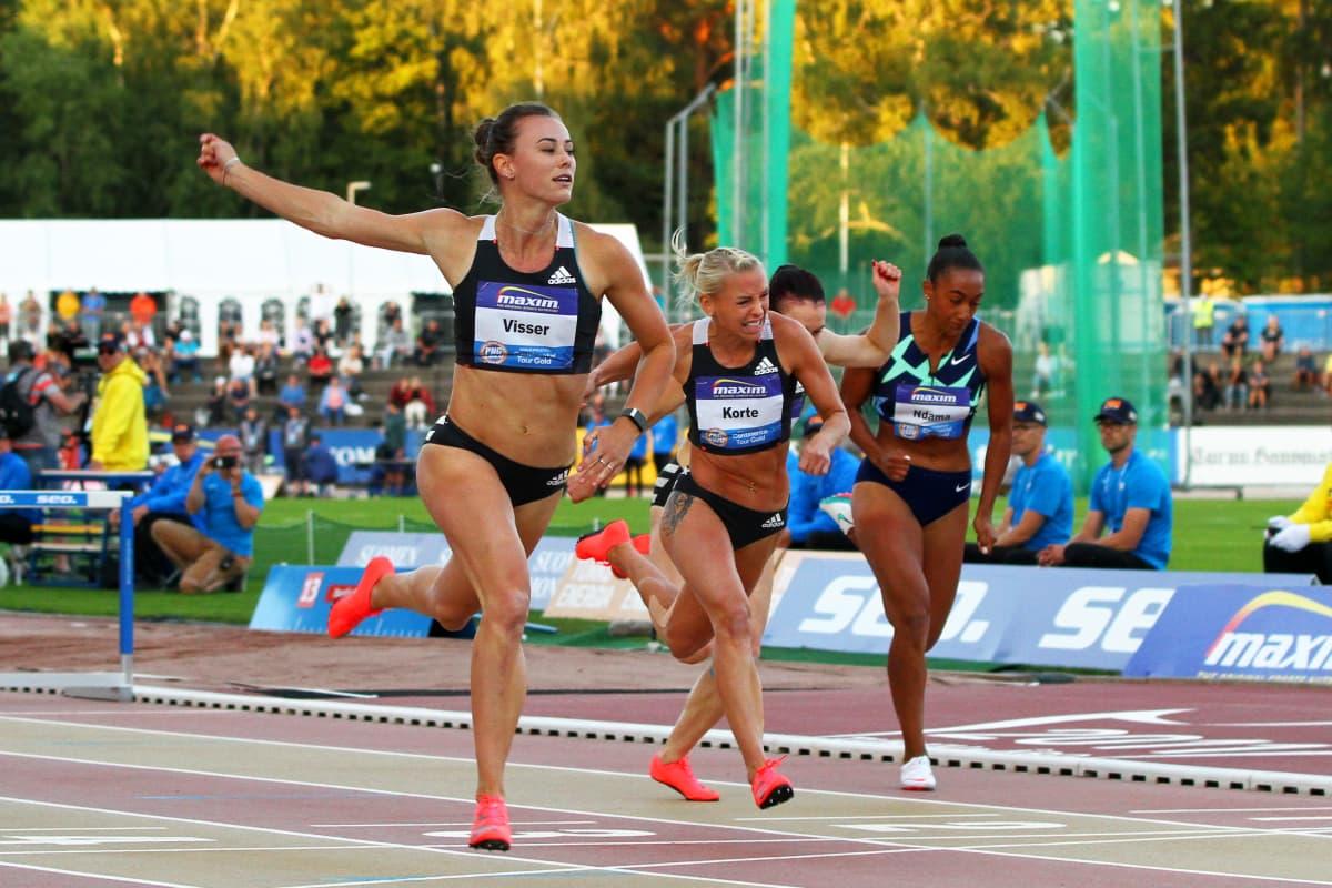 Nadine Visser oli naisten pika-aitojen ykkönen Paavo Nurmen kisoissa. Annimari Korte oli parhaana suomalaisena neljäs.