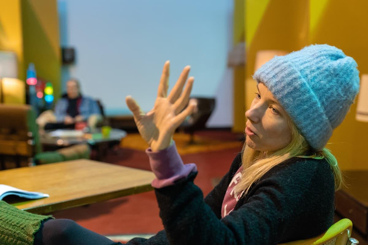 Nuorten kansallisteatteri Kantin Otteita-näytelmän näyttelijä Henna Tanskanen
