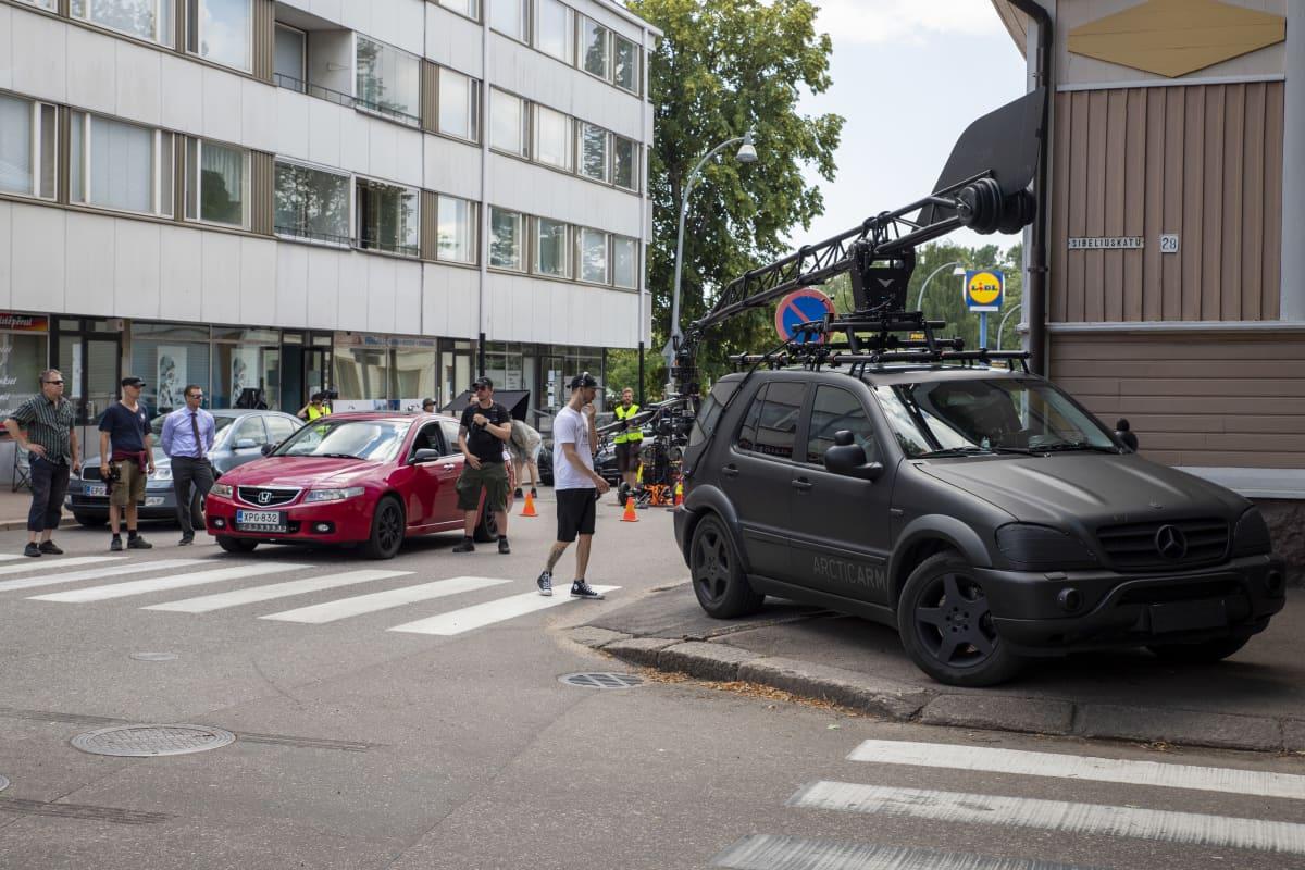 Mies joka kuoli -elokuvan kuvaukset käynnissä Haminan kaduilla