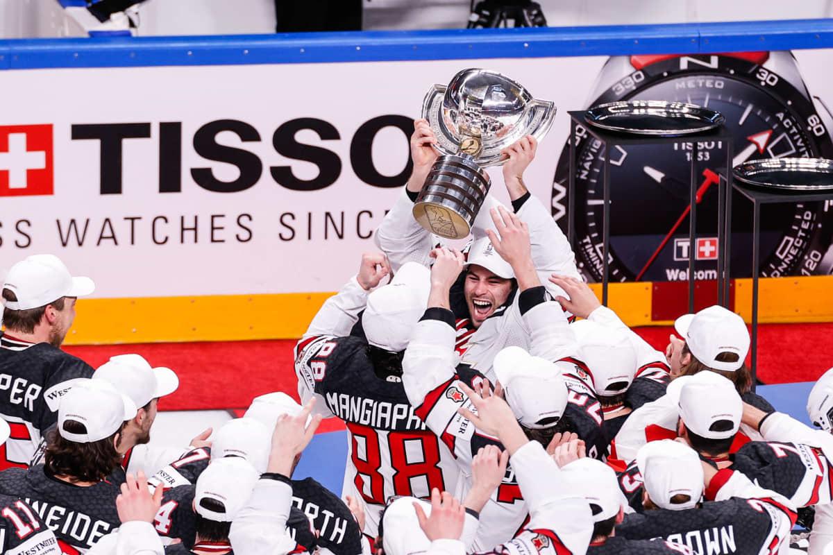 Kanadan jääkiekkomaajoukkue juhlii historiansa 27. miesten maailmanmestaruutta.