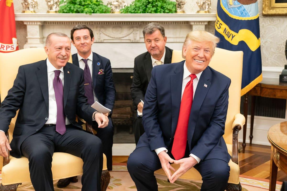 Kaksi iloista presidenttiä Erdogan ja Trump marraskuussa 2019.