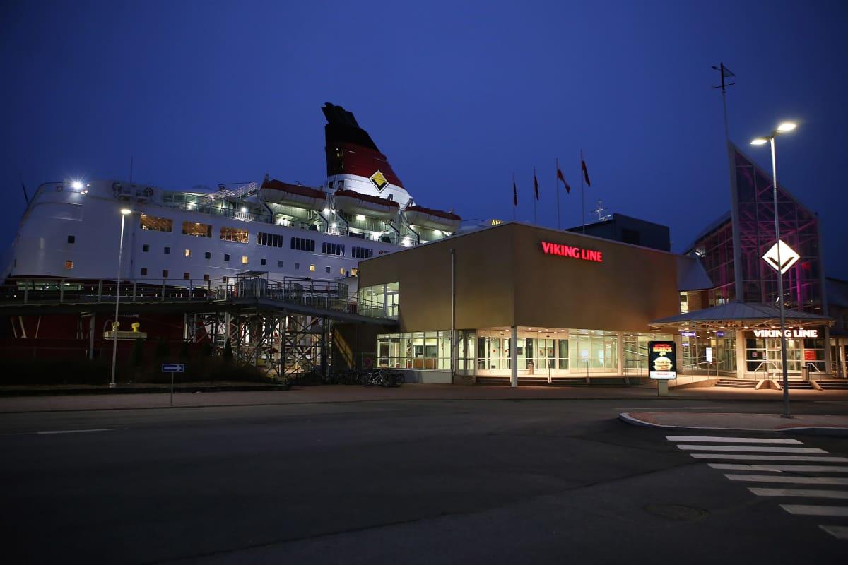 Viking Amorella Turun satamassa  marraskuussa 2019.
