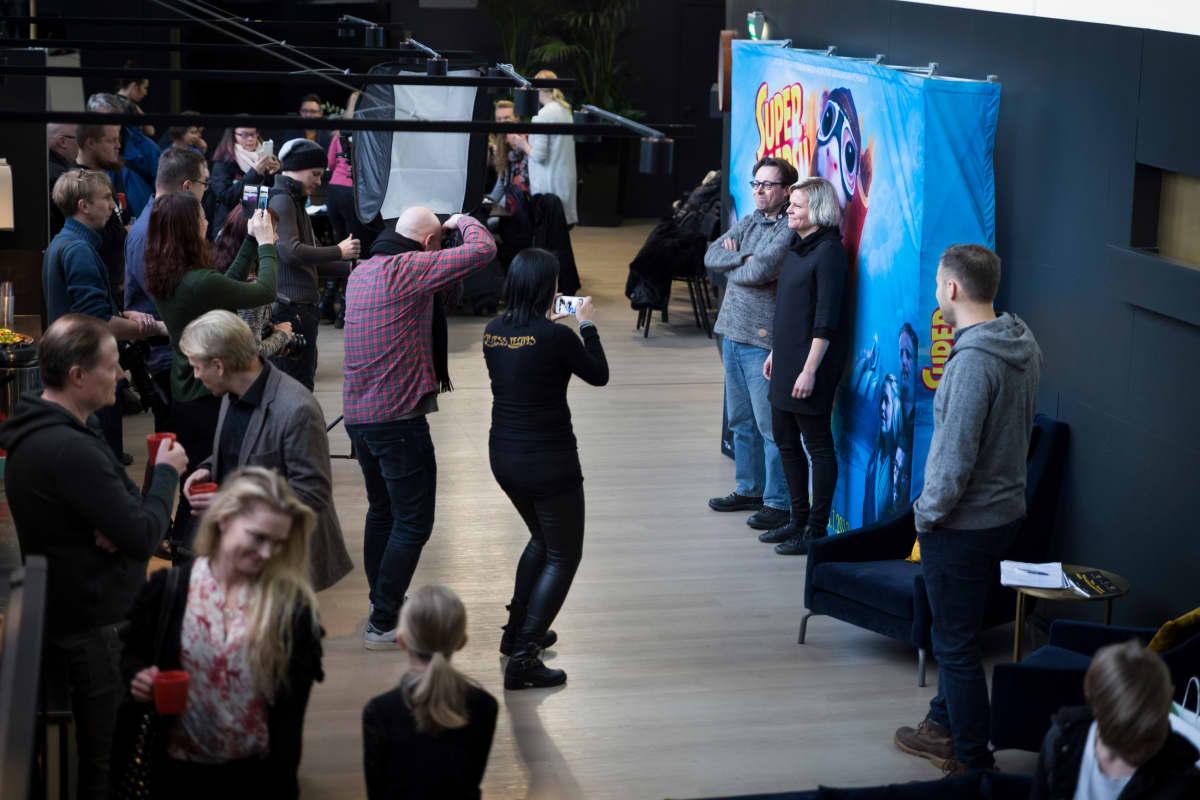 Paula Noronen Supermarsu-elokuvan lehdistötilaisuudesssa.