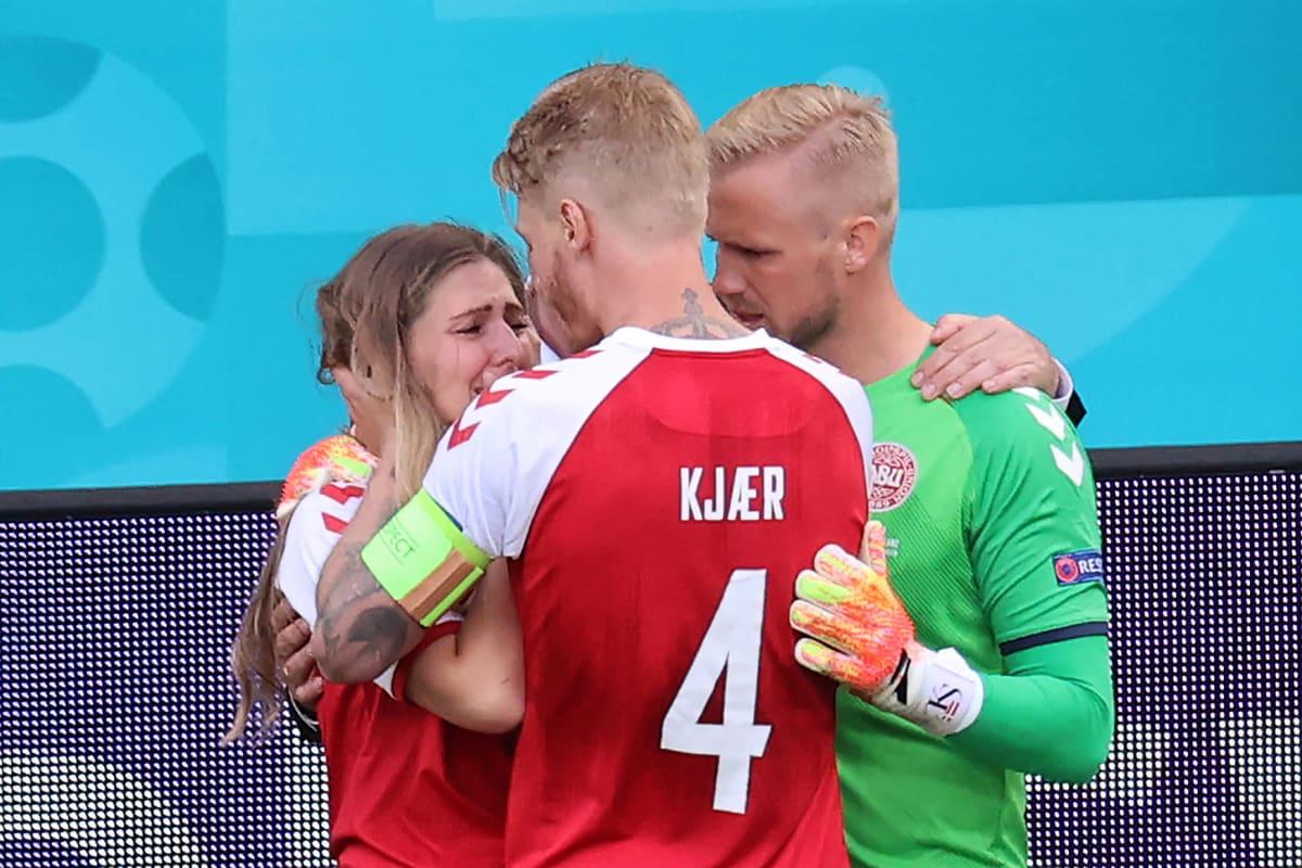 Simon Kjaer lohdutti Christian Eriksenin vaimoa pelottavina hetkinä.
