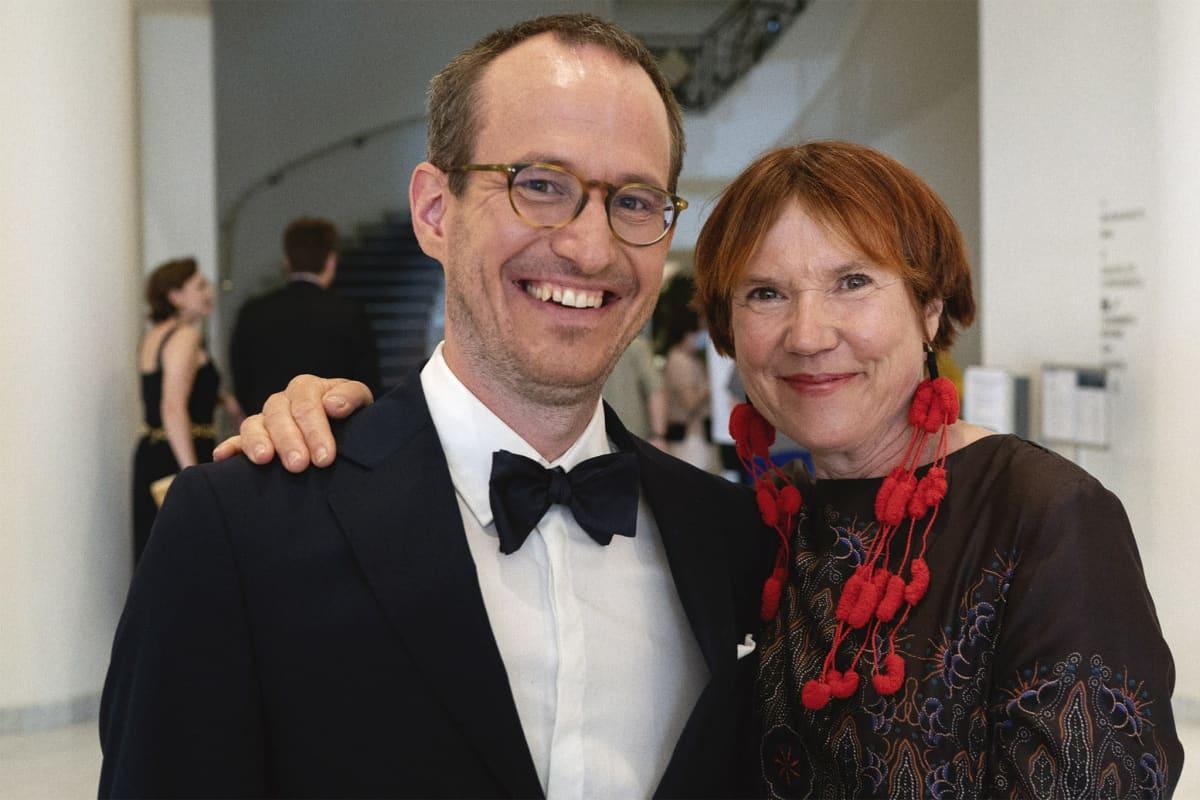 Regissören Juho Kuosmanen och författaren Rosa Liksom på röda mattan i Cannes.