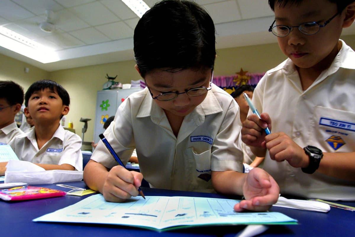 Singaporelaislapsia koulussa