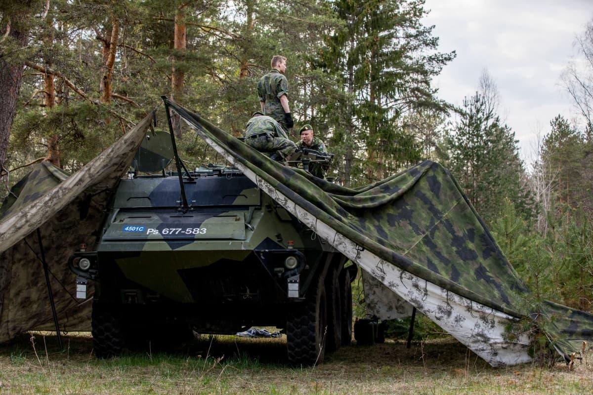 Suomalainen Pasi-miehistönkuljetusvaunu Siil 2018 -harjoituksessa Virossa.