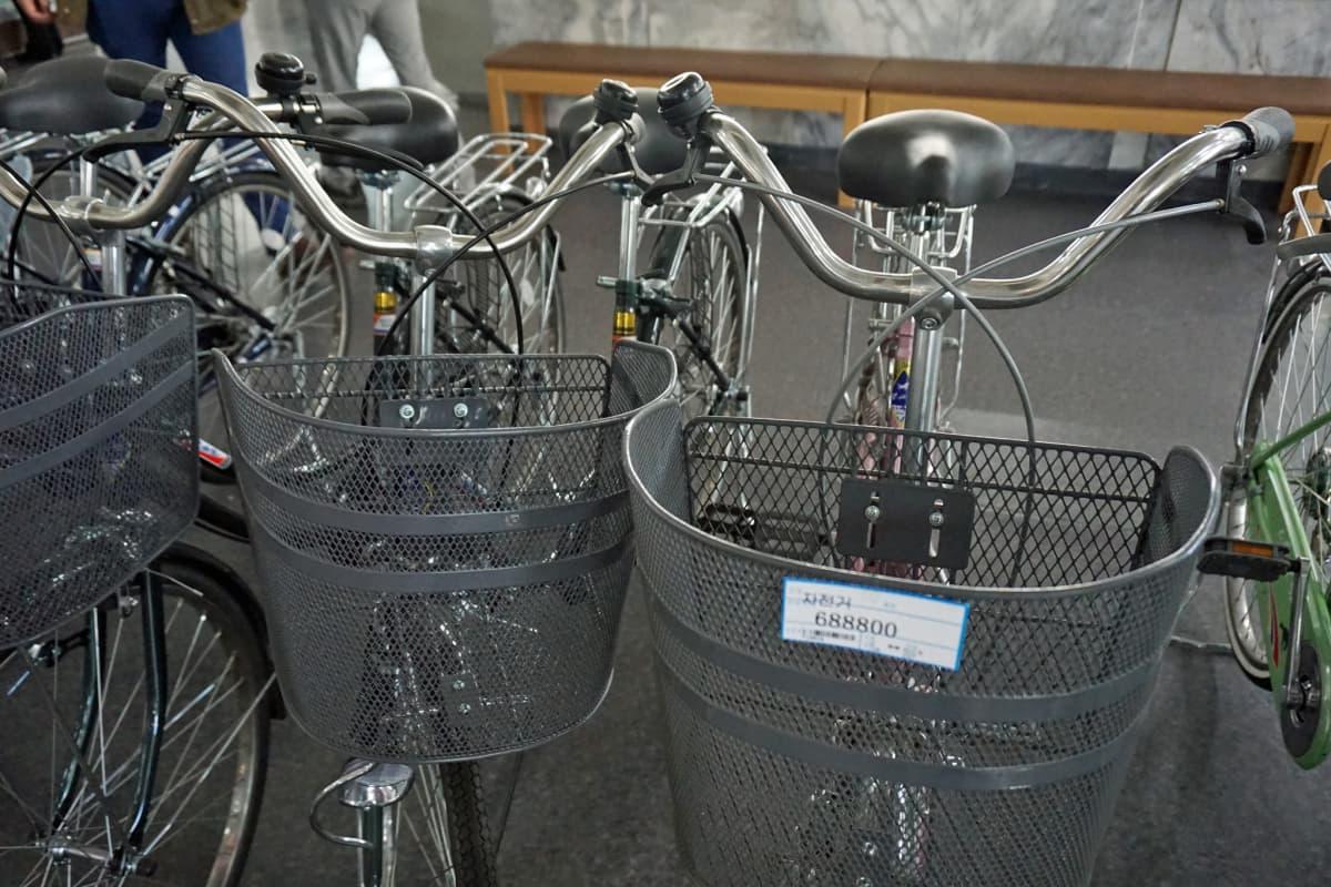 Polkupyörä maksaa noin 80 euroa. 30 sentin kuukausipalkalla sitä varten saisi rehkiä noin 20 vuotta.