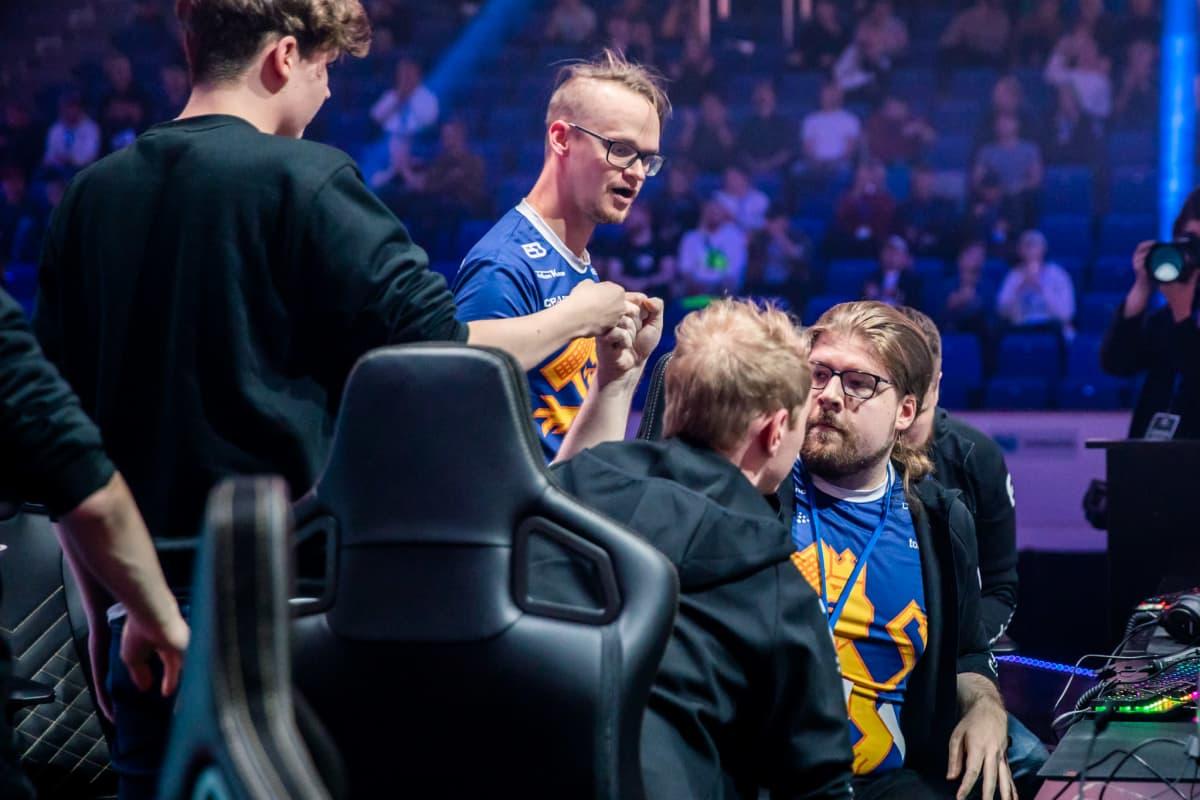 SJ Gamingin pelaajia Arctic Invitational -tapahtumassa.