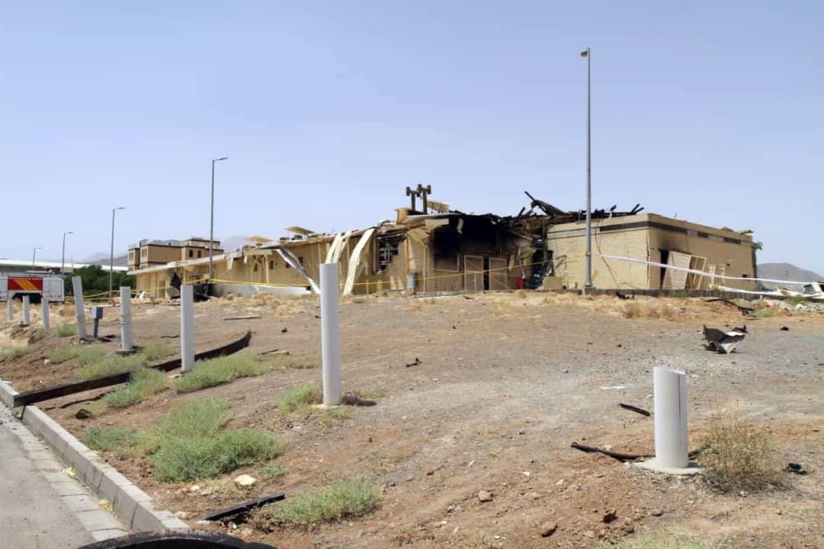 Iranin Natanzin tulipalossa vaurioitunut ydinlaitos.