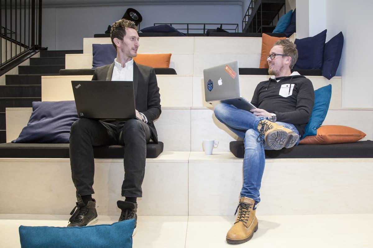 Zalandon Pohjoismaiden johtaja Kenneth Melchior ja helsinki Tech hubin tuotekehitysjohtaja Pekka Kosonen.