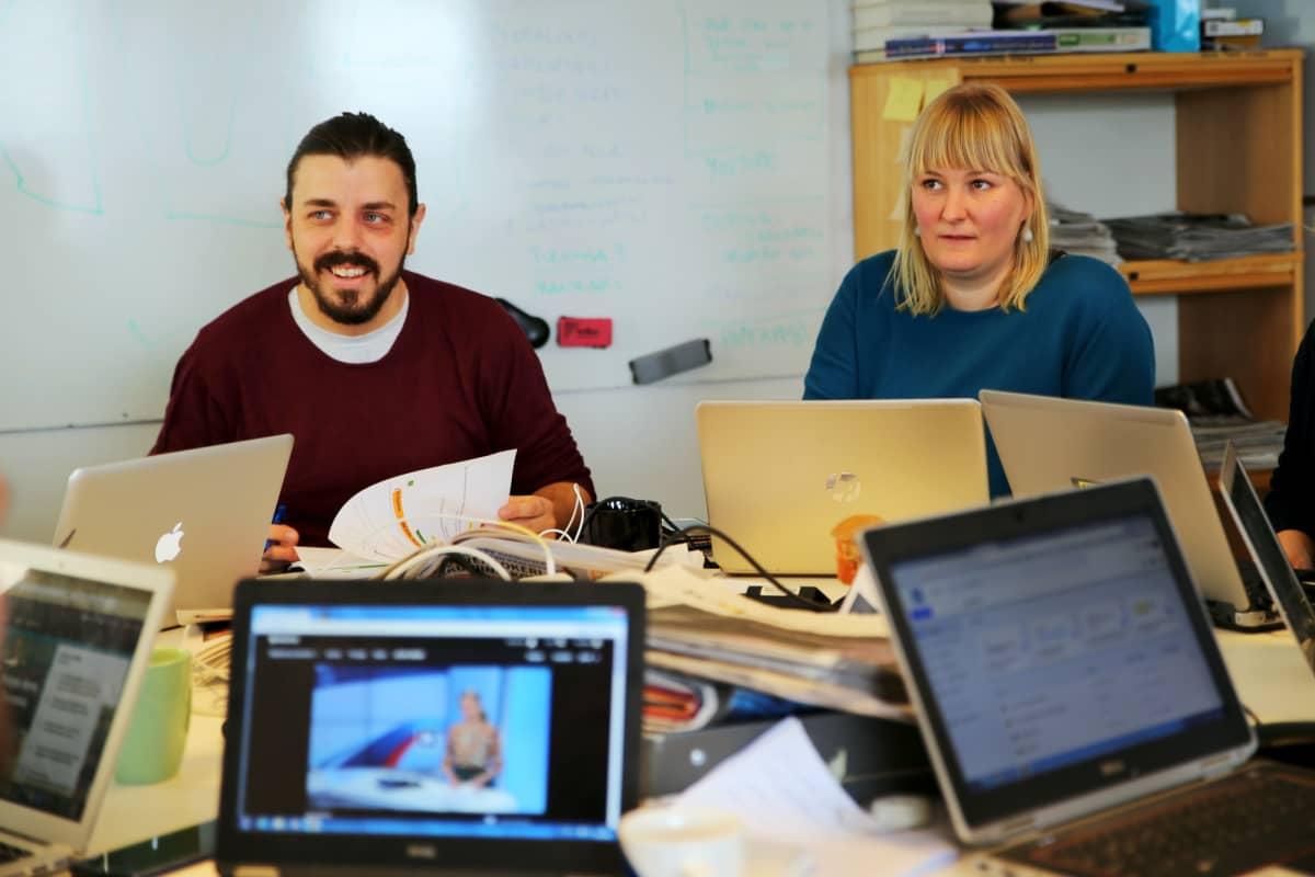 Noin viikon studion juontajakaksikko on Anders Helenius ja Eeva Vekki.