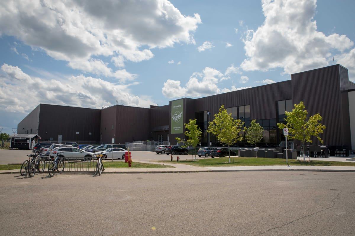 Smiths Falls, Ontario, Canada. July 23, 2019. Canopy Growth Corporation kasvattaa kannabista ja tekee kannabistuotteita Tweed-brandille sekä lääkekannabista. Tehdas on entinen Hersheys-suklaatehdas, joka lopetti toimintansa vuosia sitten.