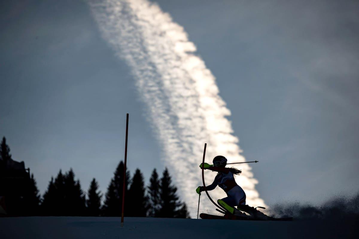 Nuorten talviolympialaisten alppihiihdon tyttöjen kilpailu lasketaan Sveitisin Lausannessa.