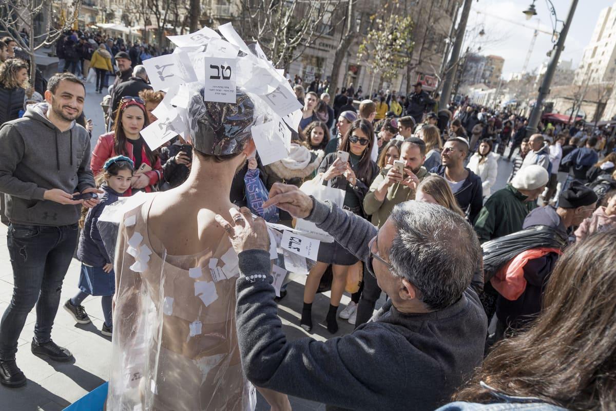 Vaaleihin liittyvä performanssiesitys  Israelissa.