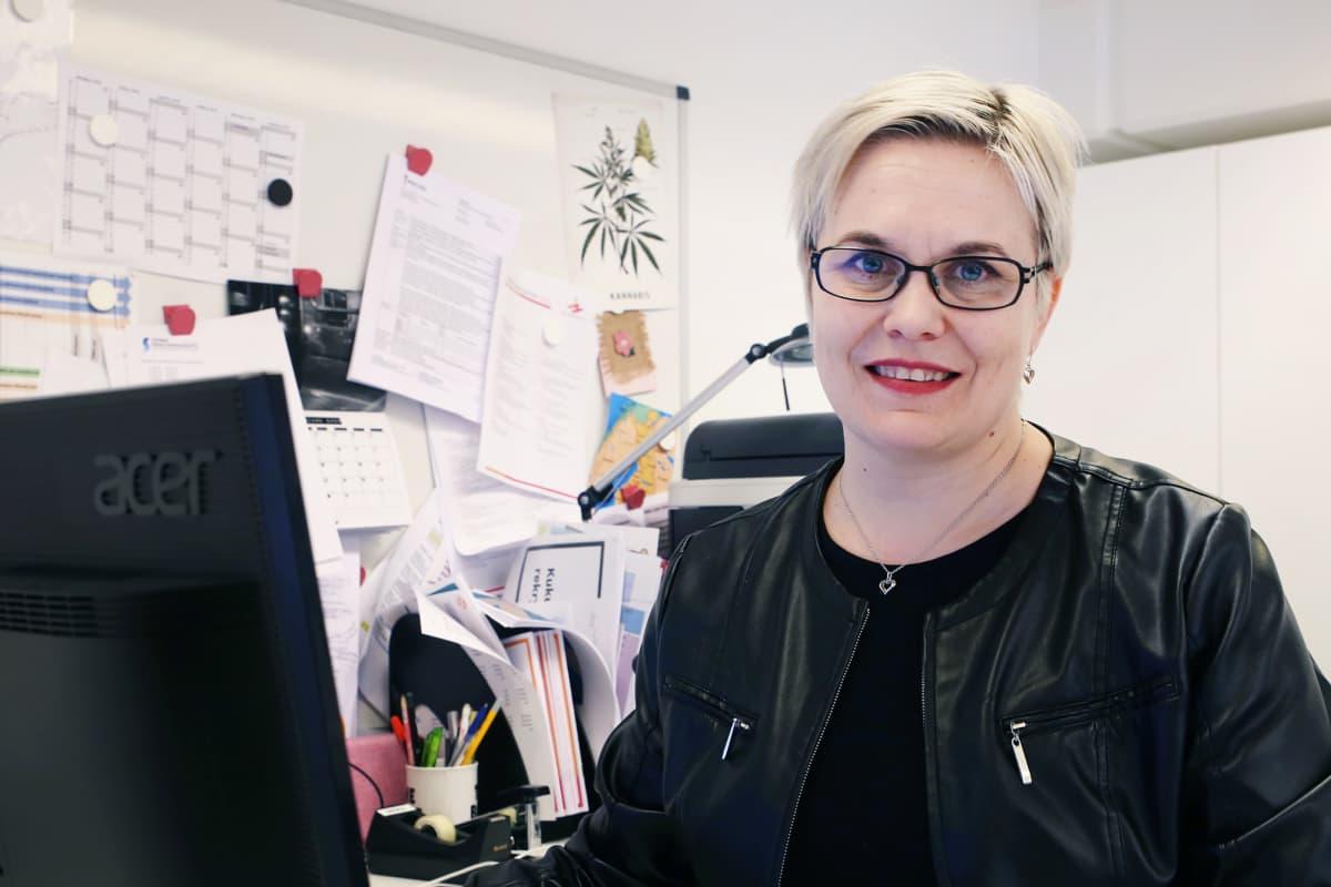 Irti Huumeista ry:n toiminnanjohtaja Mirka Vainikka.