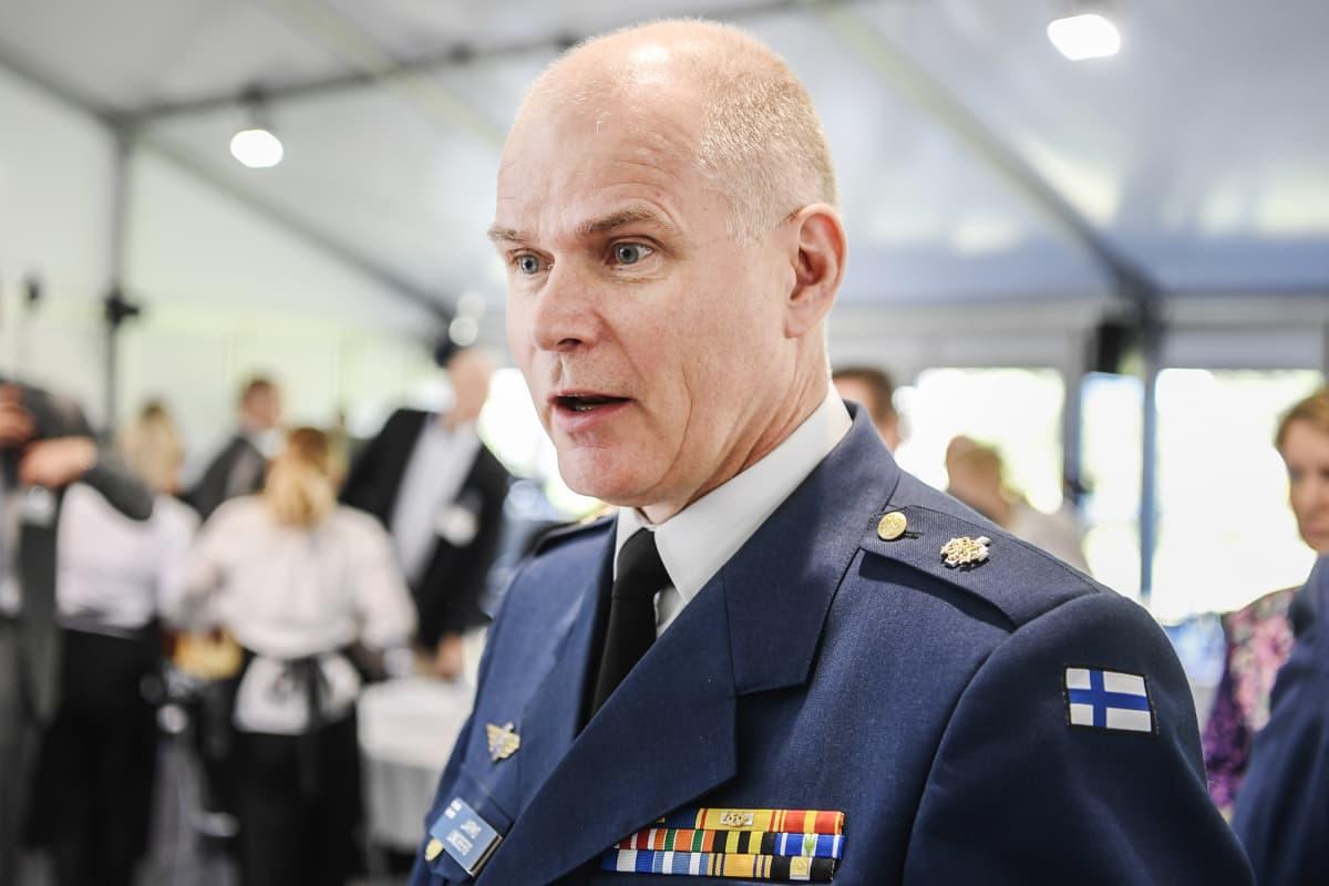 Kuvassa on Jarmo Lindberg.