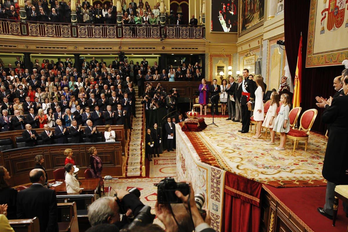 Kuvassa on käynnissä kuningas Felipe VI:n kruunajaiset Madridissa.