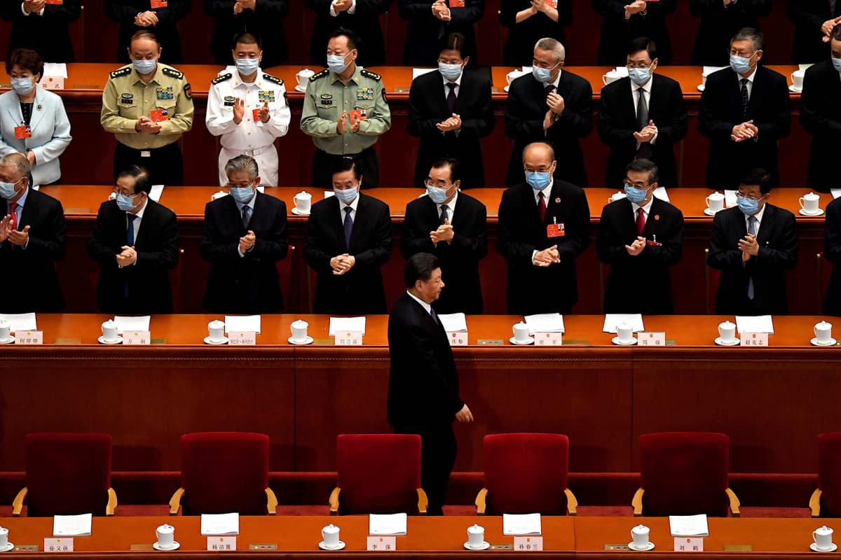 Kuvassa Xi Jinping saapuu kansankongressin kokoukseen Pekingissä.
