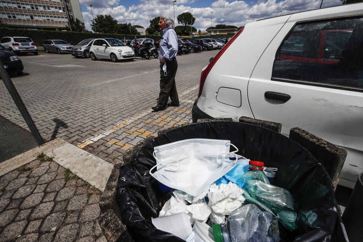 Kuvassa on muoviroskia Italiassa.