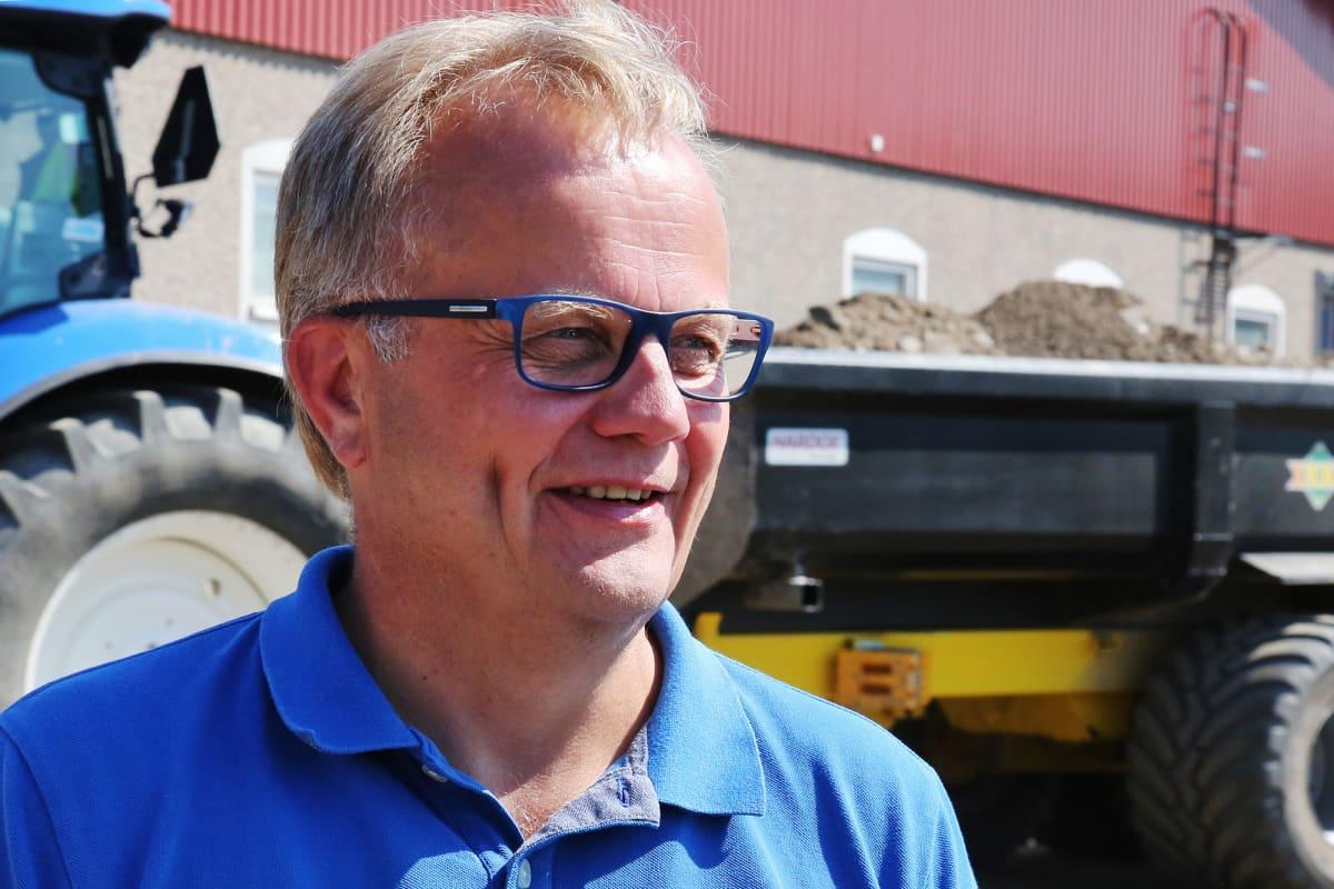 Kuvassa on Pirteän Porsaan hallituksen puheenjohtaja ja hankkeen puuhamies Jyrki Heilä.