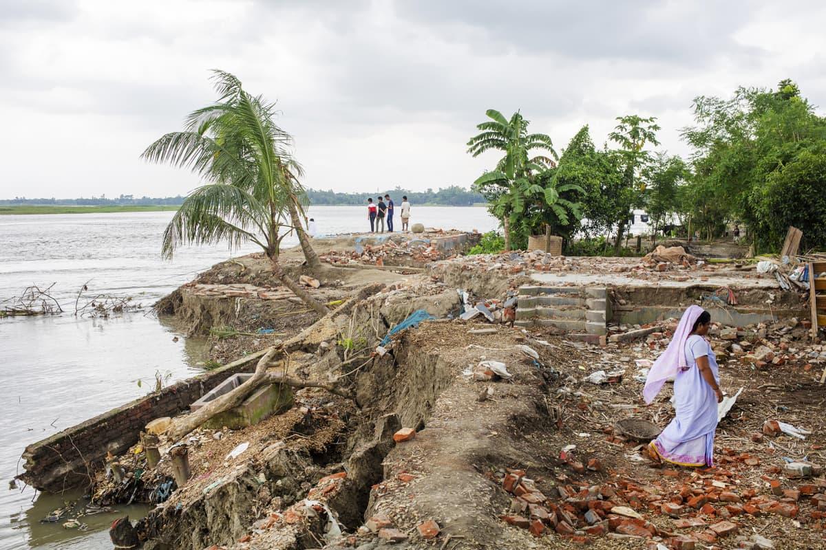 Kuvassa on tulvan runtelema Bangladesh.