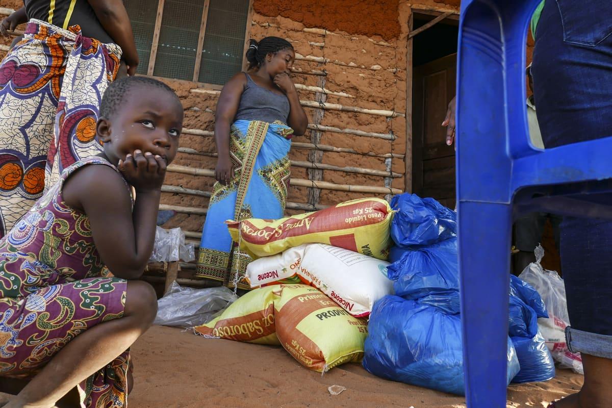 Perheet saivat ruoka-apua.