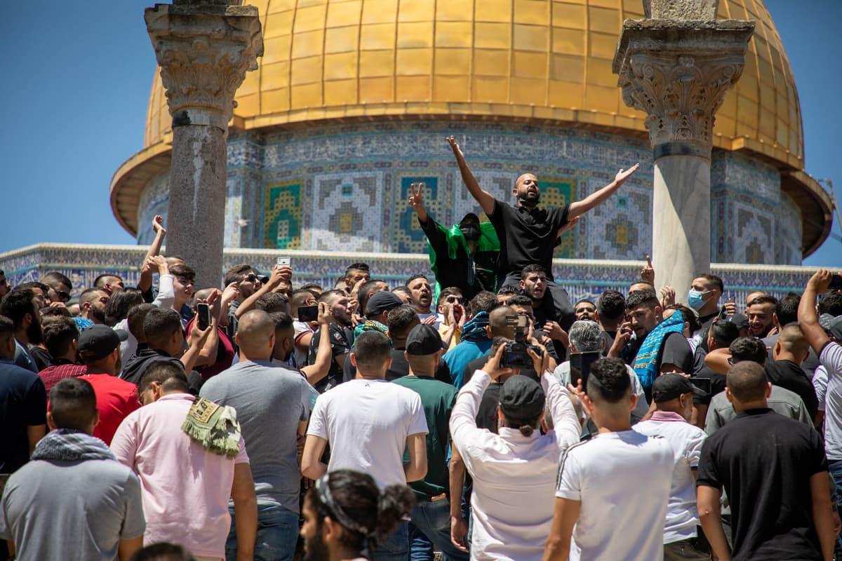 Palestiinalaiset järjestivät mielenosoituksen Al-Aqsan moskeijassa.