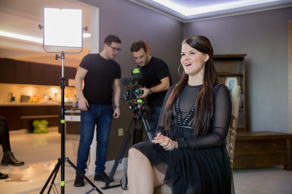 Laulaja Saara Aalto, The X Factor UK kisan kilpailijoiden talo, Lontoo.
